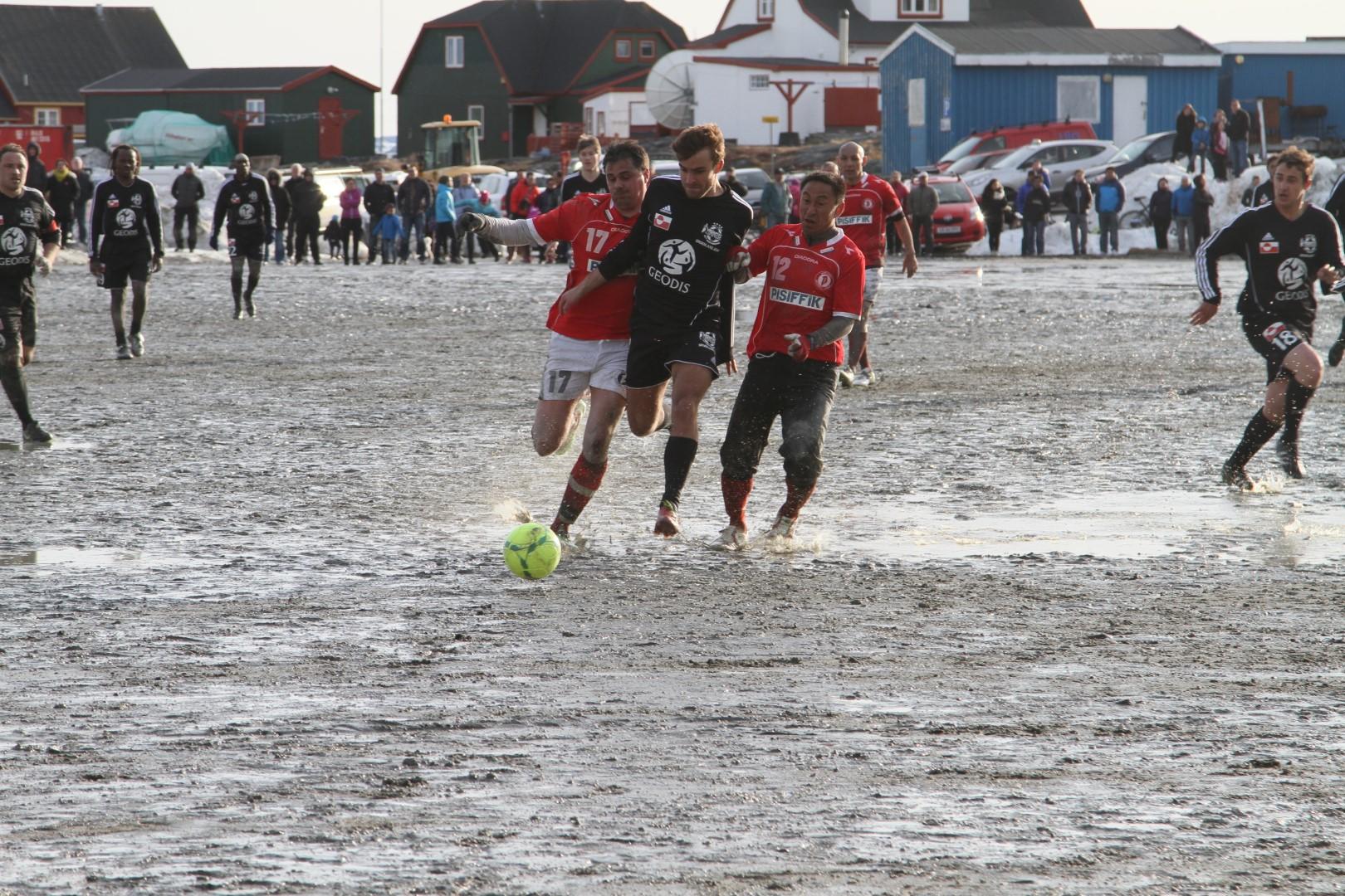 Det franske hold Variétés Club de France spillede to kampe i Nuuk